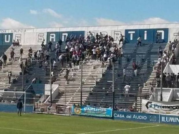 Αργεντινή: Πλακώθηκαν μεταξύ τους οι οπαδοί της Ντεπορτίβο Μέρλο (video)