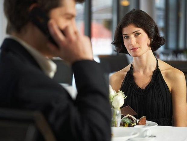 Σχέση με παντρεμένο: Γιατί το κάνει η γυναίκα