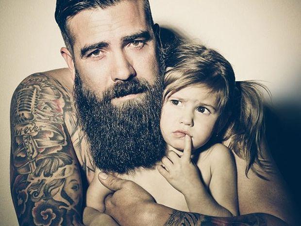 Δείτε μερικές φωτογραφίες ανθρώπων με τατουάζ αγκαλιά με τα μωρά τους! Πανέμορφες!