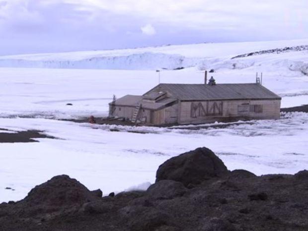 Βρήκαν ένα σπίτι στην... άκρη της Γης, στην παγωμένη Ανταρκτική και δείτε τι είδαν μέσα! (Βίντεο)