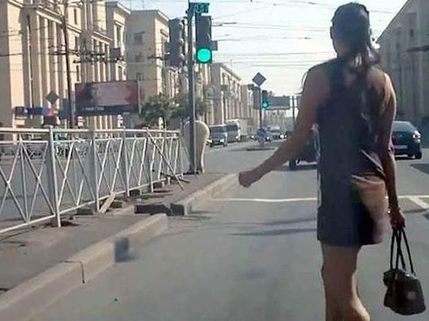 Εσείς τολμάτε να περάσετε το δρόμο έτσι; (video)