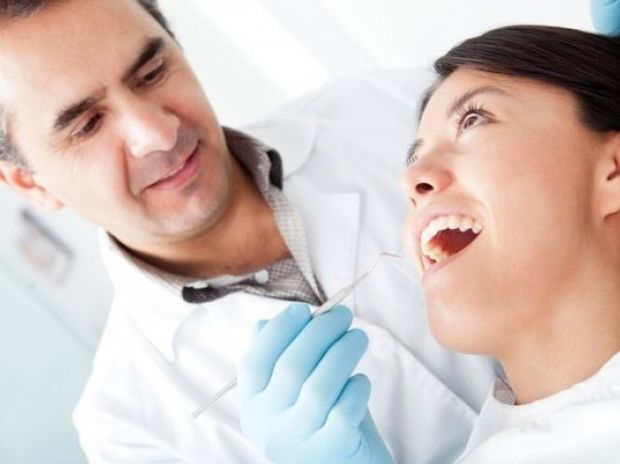 Δείτε πώς γίνεται η απονεύρωση δοντιού (βίντεο)