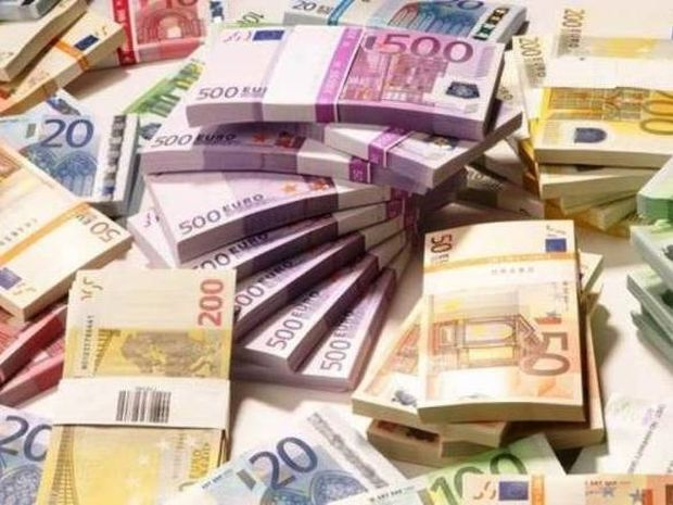 Ξάφνικα... έβρεξε λεφτά