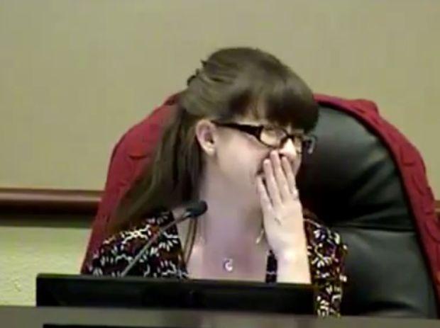 Αστρολογική Επικαιρότητα 10/5: Δήμαρχος πήγε τουαλέτα με το μικρόφωνο ανοιχτό!