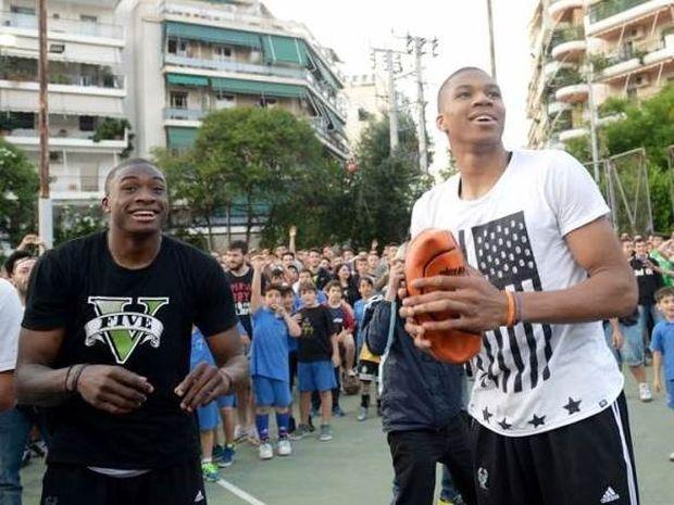 Οι Αντετοκούνμπο σε street basket στα Σεπόλια (photos)
