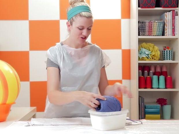 ΚΑΤΑΠΛΗΚΤΙΚΟ! Δείτε τι έφτιαξε αυτή η γυναίκα με λίγη κόλλα και μαλλί πλεξίματος!