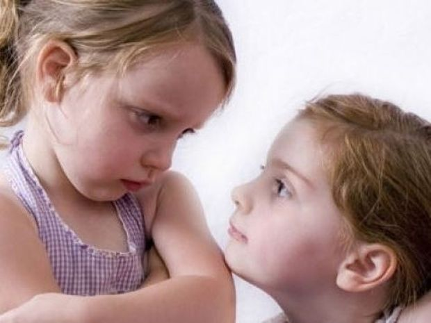 Τι κάνουμε όταν τα αδέλφια τσακώνονται; Ακολουθήστε τις παρακάτω συμβουλές