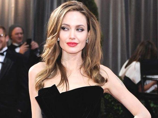Τι λένε τα άστρα για την hot Δίδυμο Angelina Jolie