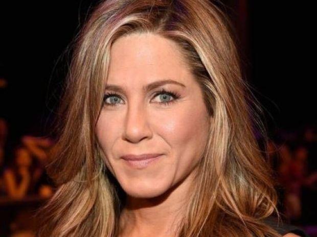 Ελπίζουμε να μην ισχύει το δημοσίευμα: Γνωστό περιοδικό κάνει ρεζίλι την Jennifer Aniston!