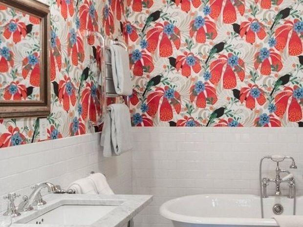 10 μπάνια με υπέροχες ταπετσαρίες
