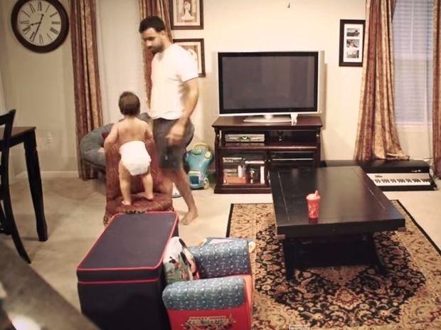 Δείτε τι συμβαίνει όταν λείπει η μαμά από το σπίτι! (βίντεο)