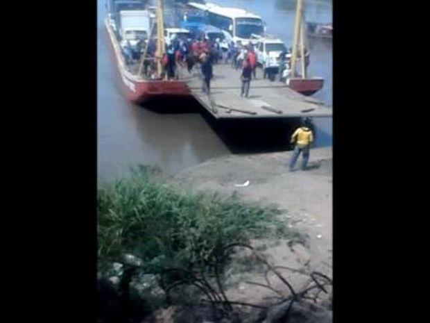 Αυτά παθαίνει όποιος βιάζεται να κατέβει από το πλοίο! Σώθηκε παρά τρίχα!