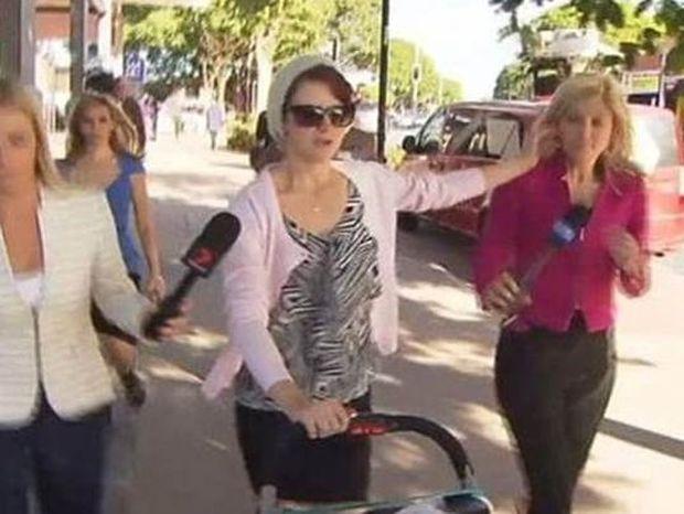 Επίθεση – σοκ σε δημοσιογράφο: Αντί για δήλωση, της έσβησε το τσιγάρο στο πρόσωπο! (video)