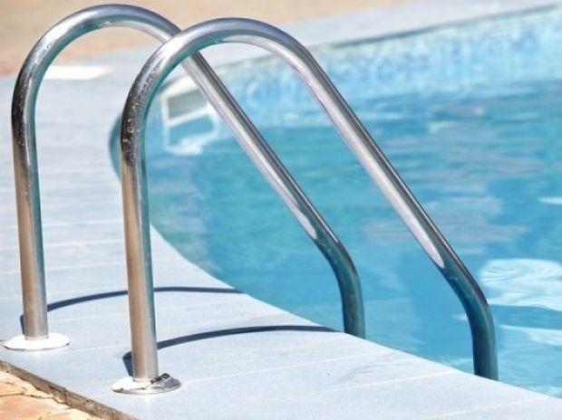 Μπάνιο στην πισίνα: Ποιους κινδύνους εγκυμονεί