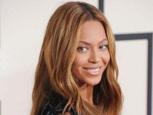 Αυτό είναι το αληθινό της κορμί: Η Beyoncé δημοσίευσε αρετουσάριστες φωτογραφίες της