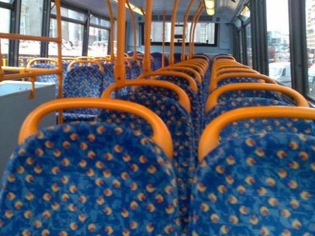 Δείτε για ποιο λόγο τα καθίσματα σε όλα τα λεωφορεία είναι πολύχρωμα! (βίντεο)