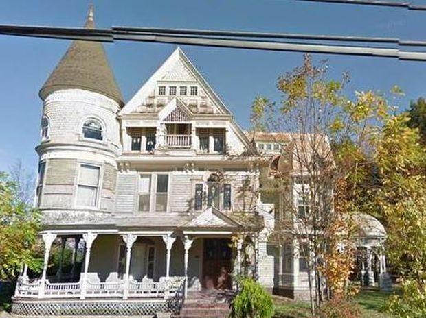 Το Google Street View εντόπισε... φαντάσματα σε έπαυλη (photos)