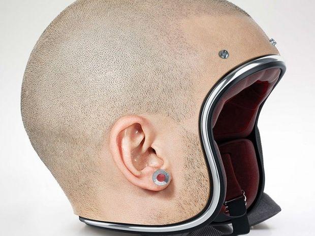 ΑΝΑΤΡΙΧΙΑΣΤΙΚΟ: Φτιάχνει κράνη που μοιάζουν με ανθρώπινα κεφάλια!