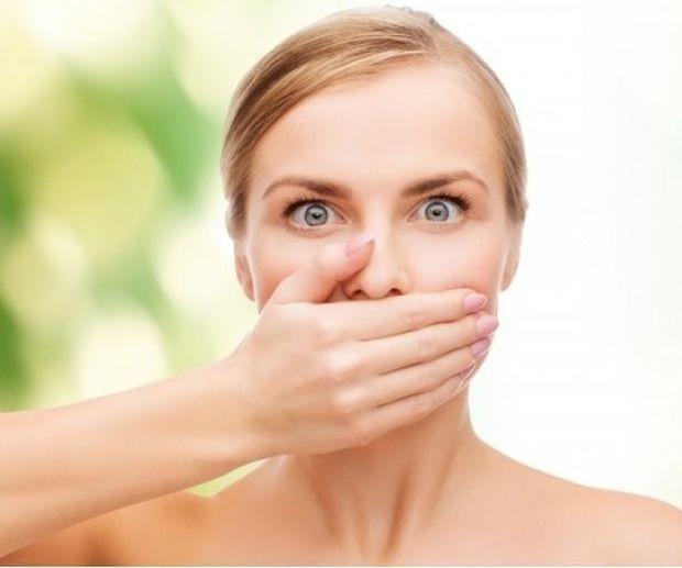 Πώς θα διώξετε τη μυρωδιά του σκόρδου από το σώμα σας