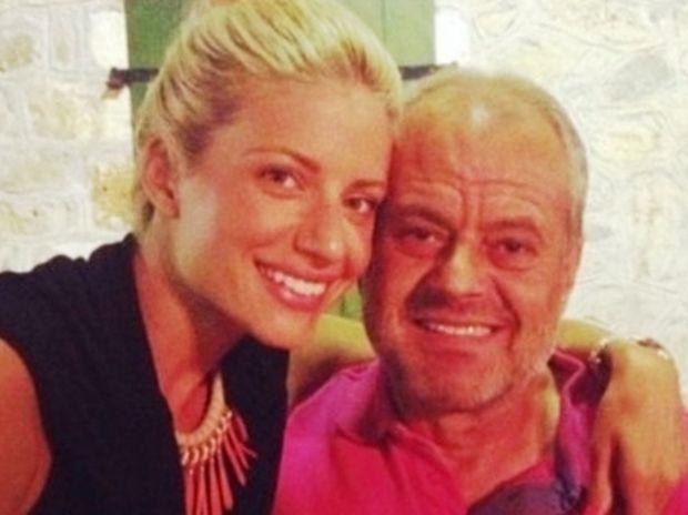 Δύσκολες ώρες για την Ευαγγελία Αραβανή - Πέθανε ο πατέρας της