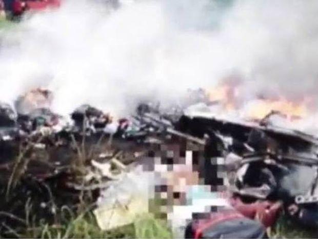 Βίντεο που σοκάρει: Πλιάτσικο στις αποσκευές των επιβατών της μοιραίας πτήσης MH17