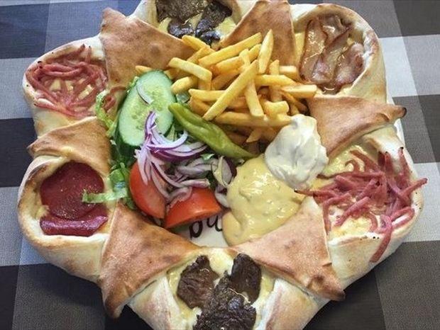 Δείτε την πίτσα «Ηφαίστειο» που κάνει το γύρο του διαδικτύου!