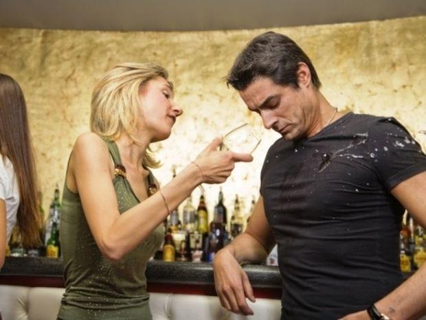 Ζώδια και έρωτας: Πώς αντιδρούν οι γυναίκες σε ένα «άσχημο» πέσιμο;