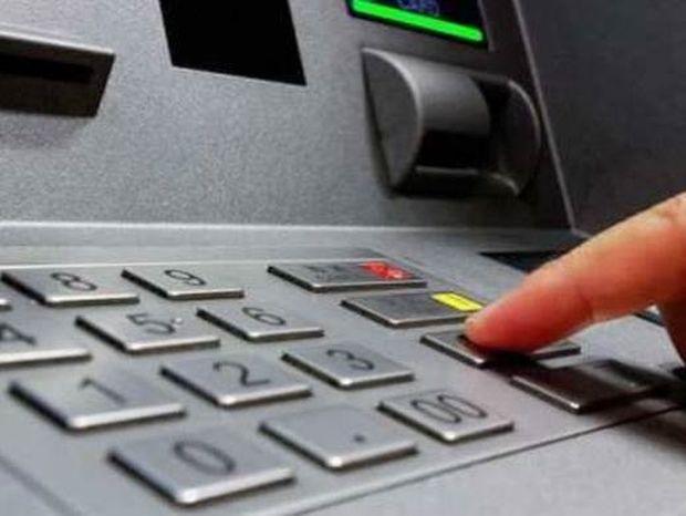 Τι ισχύει από σήμερα για τις αναλήψεις στις τράπεζες