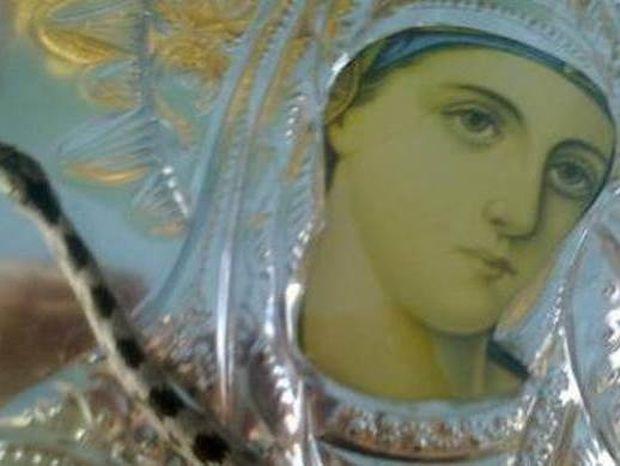 Κεφαλονιά: Η ιστορία πίσω από το θαύμα με τα φιδάκια της Παναγίας (video)