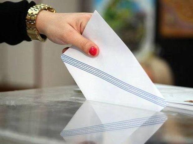 Δημοσκοπήσεις 2015: 8 γκάλοπ «βλέπουν» ντέρμπι ΣΥΡΙΖΑ - ΝΔ