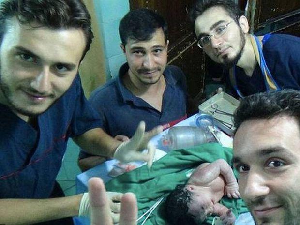 Συγκλονιστικό: Μωρό γεννήθηκε με θραύσματα στο κεφάλι μετά από έκρηξη βόμβας (video)