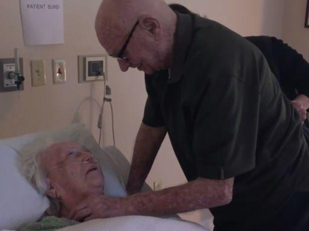 Πραγματική αγάπη! Αποχαιρετάει για πάντα τη γυναίκα του μετά από 73 χρόνια! Θα δακρύσετε! (video)