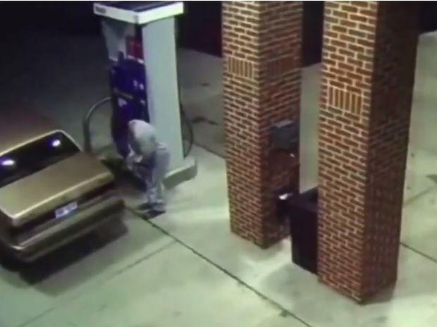 Όσκαρ βλακείας! Δείτε τι έκανε αυτός ο άνδρας στο βενζινάδικο! (video)
