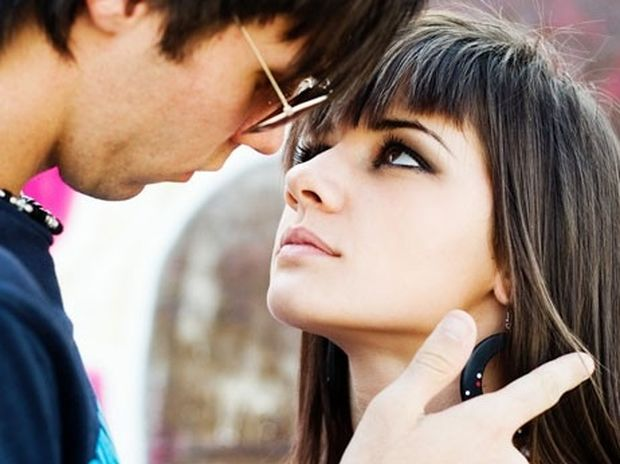 Έρωτας: Τι κοιτάει η γυναίκα σε έναν άνδρα, τι ο άνδρας
