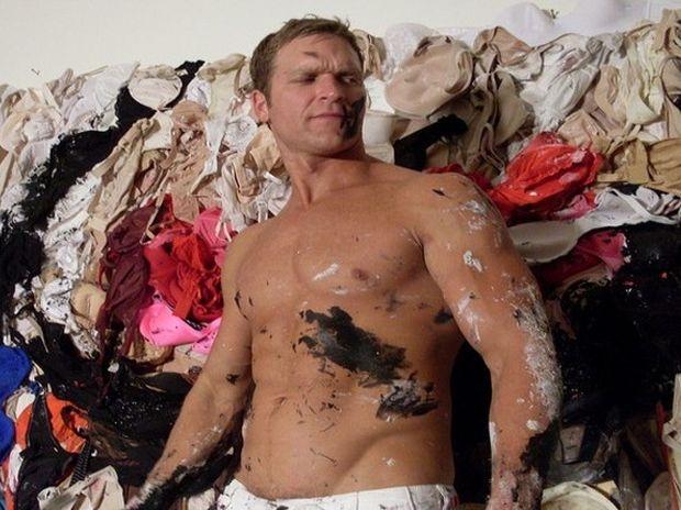 Brent Ray Fraser, ο καλλιτέχνης που ζωγραφίζει με το πέος του! (video)