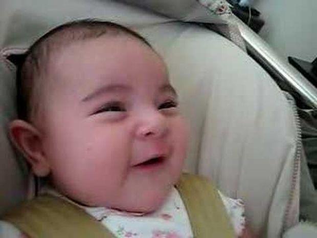 Απίθανο! Δείτε πώς αντιδράει το μωράκι στο τραγούδι της μητέρας του! (video)