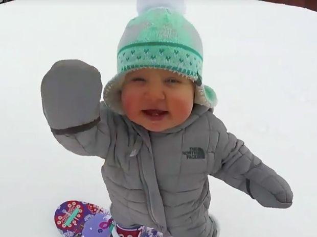 Αυτή η μικρούλα κάνει σνόουμπορντ σαν επαγγελματίας και θα σας ξετρελάνει! (video)