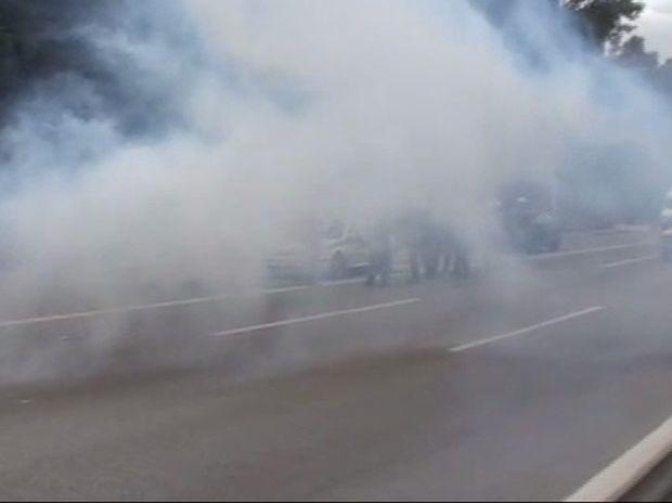 Αγρότες στην Αθήνα: Σοβαρά επεισόδια στο Χαϊδάρι - Πέτρες οι αγρότες - Χημικά η αστυνομία