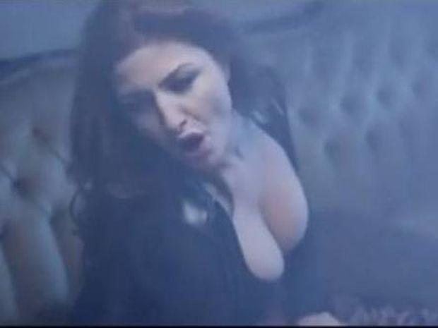 Το νέο «καυτό» βίντεο κλιπ της Έλενας Παπαρίζου (video)
