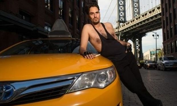 To ημερολόγιο με τους πιο σέξι ταξιτζήδες της πόλης -NSFW