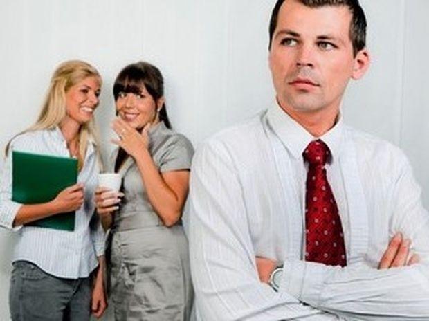 Πώς αντιμετωπίζουμε το κουτσομπολιό στο γραφείο;