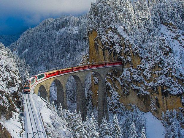 Η διαδρομή αυτού του τρένου με τα τούνελ και τις γέφυρες στις Άλπεις θα σας εντυπωσιάσει! (photos)
