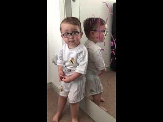 Το αγοράκι που ρίχνει το φταίξιμο στον Μπάτμαν είναι ό,τι πιο γλυκό θα δείτε σήμερα! (video)