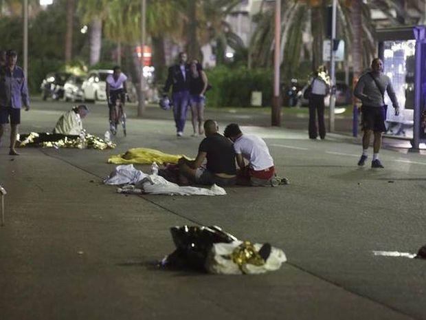 """Μαρτυρία Ελληνίδας από τη Νίκαια: """"Είναι παντού νεκροί έξω από το σπίτι μας"""""""