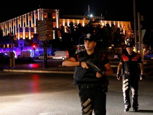 Σε εξέλιξη πραξικόπημα στην Τουρκία - Ο στρατός λέει ότι ελέγχει τη χώρα (vid - pic)