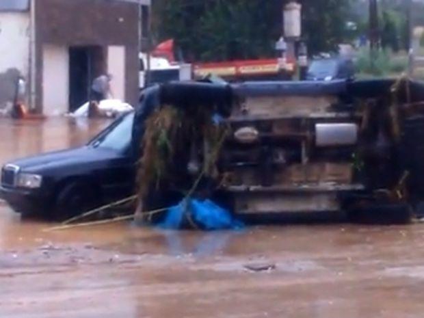 Κακοκαιρία: Αγνοείται γυναίκα οδηγός στη Θεσσαλονίκη - «Πνίγηκε» η πόλη από τη θεομηνία (pics+vid)