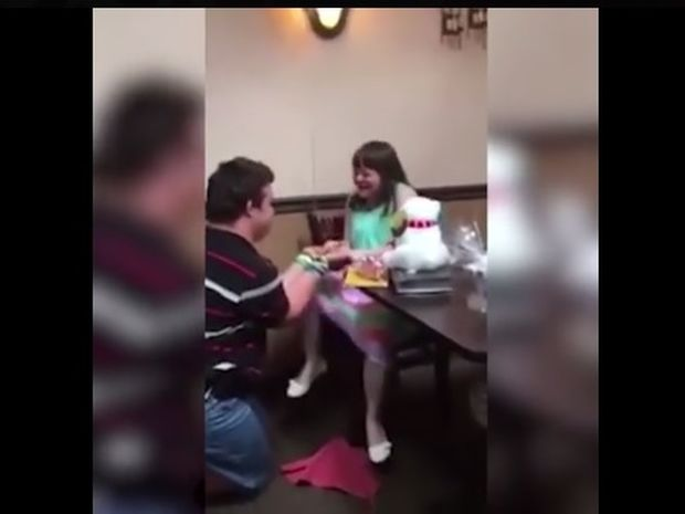 Αυτή είναι η πιο όμορφη πρόταση γάμου που έχετε δει ποτέ! (video)