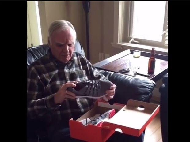 Το όνειρο έγινε πραγματικότητα! Πήρε επιτέλους παπούτσια με λαμπάκια! (video)