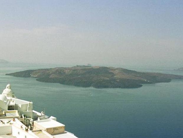 Σε συναγερμό η Σαντορίνη: Φοβούνται σεισμό, έκρηξη ηφαιστείου και τσουνάμι - Δείτε τι ανακάλυψαν