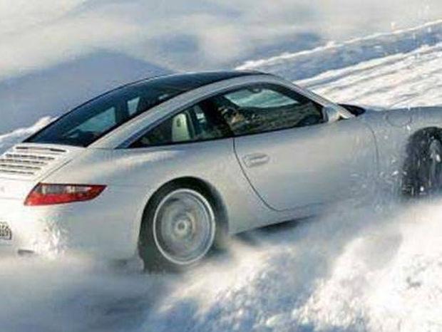 Πώς πρέπει να οδηγούμε και τι να κάνουμε για ασφαλή μετακίνηση σε χιόνι και πάγο